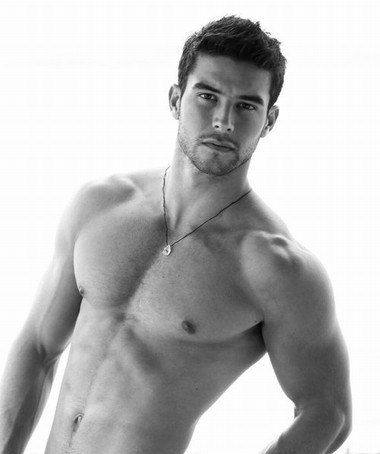 Your Hunk of the Day: Bernardo Velasco