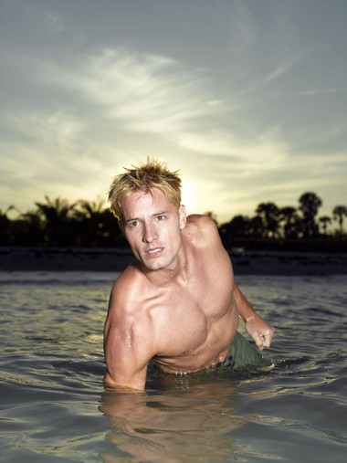 Your Hunk of the Day: Justin Hartley