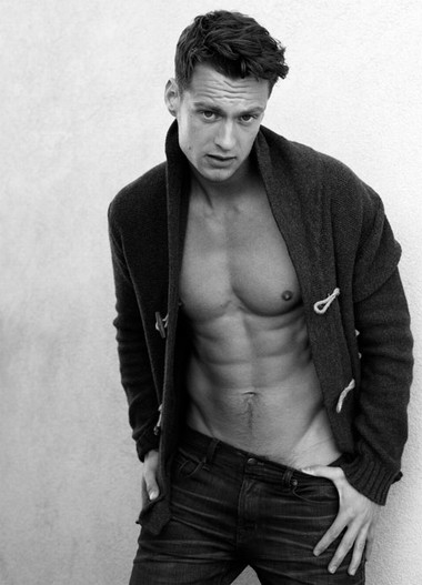 Your Hunk of the Day: Max Papendieck