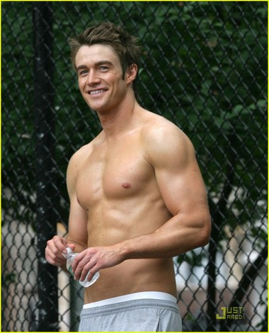 Your Hunk of the Day: Robert Buckley
